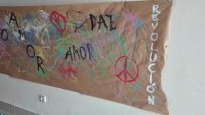 cartel amor paz revolución